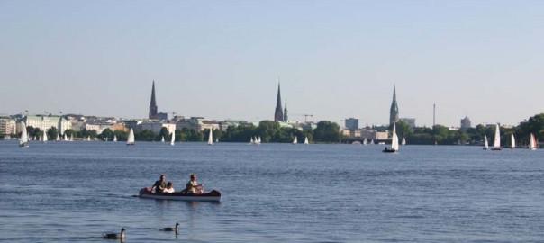 mit dem kanu auf der alster in Hamburg. Aussenalster