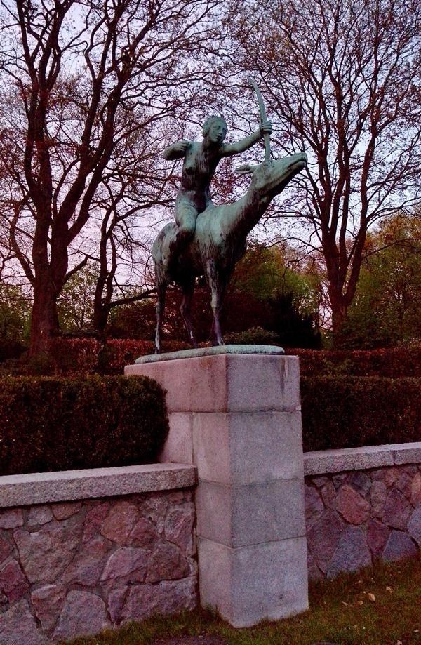 Kunst im Stadtpakrk, Diana auf der Hirschkuh Skulptur